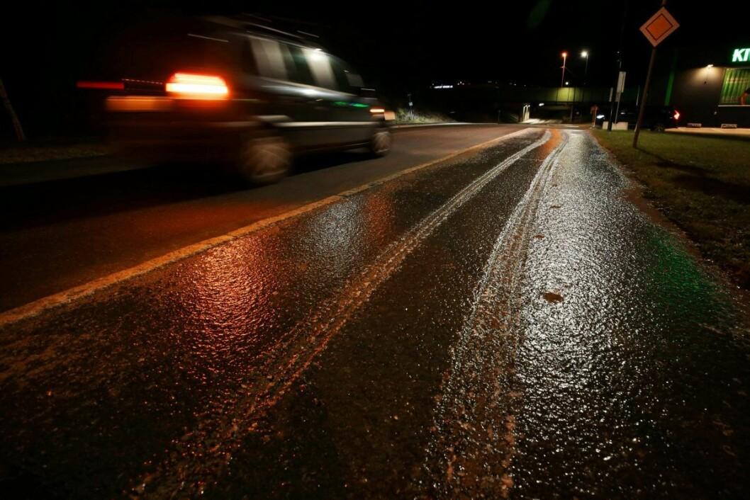 Regnet har skylt vekk salt, deretter har tåke fryst til is på veier. Illustrasjonsfoto: Ørn E. Borgen / NTB scanpix
