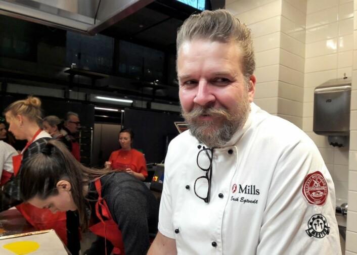 Mills egen innovasjonskokk Erik Egtvedt hadde laget pepperkakedeigen, men ikke slavisk fulgt den berømte oppskriften til bakemester Harepus i Hakkebakkeskogen. Foto: Anders Høilund