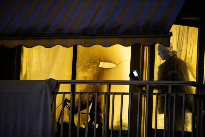 En person omkom da det begynte å brenne på denne balkongen på Ammerudhjemmet i Oslo. Foto: Tore Meek / NTB scanpix