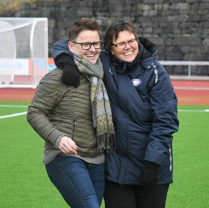 Utviklingssjef Monica Knudsen (t.v) og sportssjef Eli Landsem drømte om å gjøre Vålerenga til landets beste damefotballag. Jobben er godt i gang etter en strålende sesong. Foto: Christian Boger