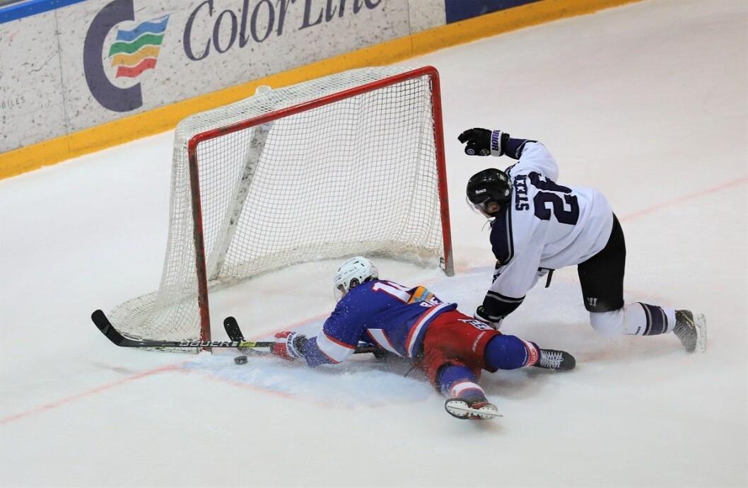 Magnus Brekke Henriksen scoret kampens siste mål liggende. Foto: André Kjernsli