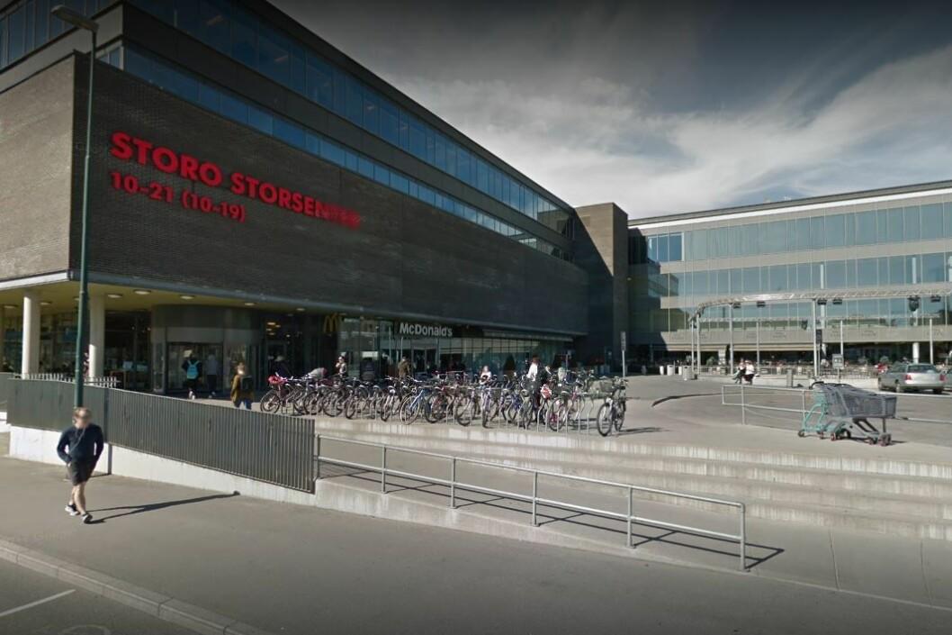 Rett utenfor Mcdonald's på Storo skal ranet på den 13-år gamle gutten ha skjedd. Foto: Google Maps