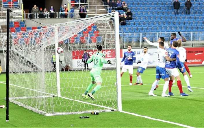 Mayron George har ikke scoret mange mål i høst. Scoringen søndag var bare hans tredje i Vålerenga-drakt. Foto: Andre Kjernsli