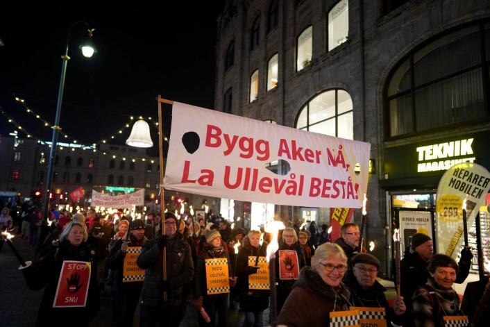 Bygg Aker nå. La Ullevål bestå, sa demonstrantene. Foto: Fredrik Hagen / NTB scanpix