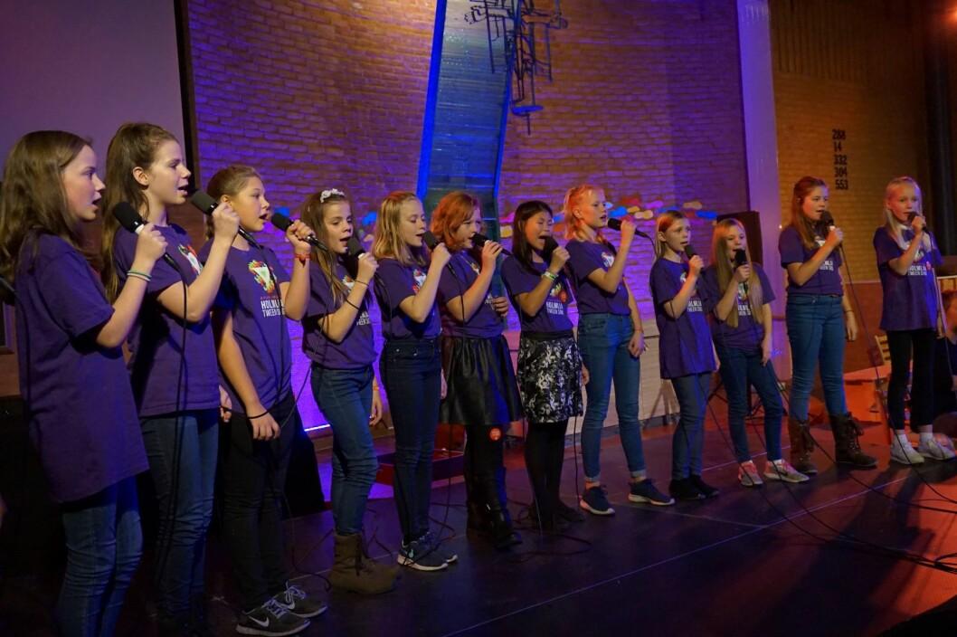 Holmlia Tween Sing synger i Holmlia kirke. Foto: Martine Larsen Rygh