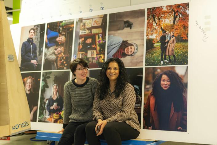 Caroline Stefek, fra Goethe-instituttet, og Iffit Qureshi foran bildene som er klar til utstillingen. Foto: Morten Lauveng Jørgensen