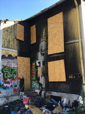 Tomta i Hasleveien er fortsatt fullt av søppel. Foto: Vegard Velle