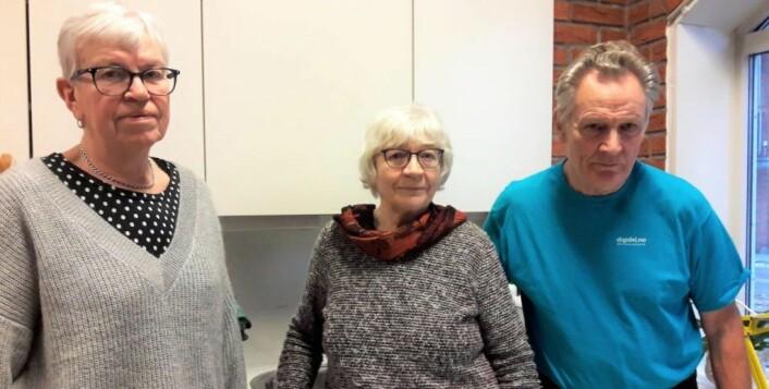 Marie Thune, Eva Melgaard og Jens Johannesen mener det ville være en tragedie for dagens eldre om ressursenteret blir lagt ned. Foto: Anders Høilund