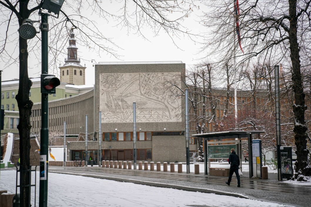 Kommunaldepartementet opplyser at rivingen av Y-blokka i Regjeringskvartalet ikke starter før jul. Foto: Heiko Junge / NTB scanpix