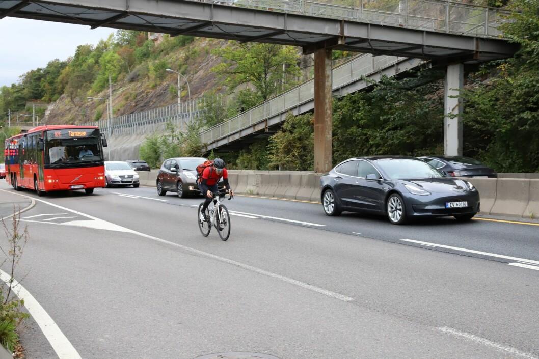 Nå slår Borgarting lagmannsrett fast at syklister ikke kan hindre trafikken i kollektivfeltet. Foto: André Kjernsli