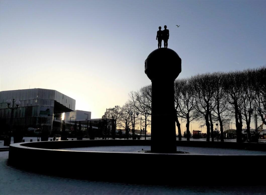 Med hjelp fra Prosjekt bilfritt byliv  blir det nytt liv i fontenen Jorden og Solen på Christian Frederiks plass. Foto: Anders Høilund