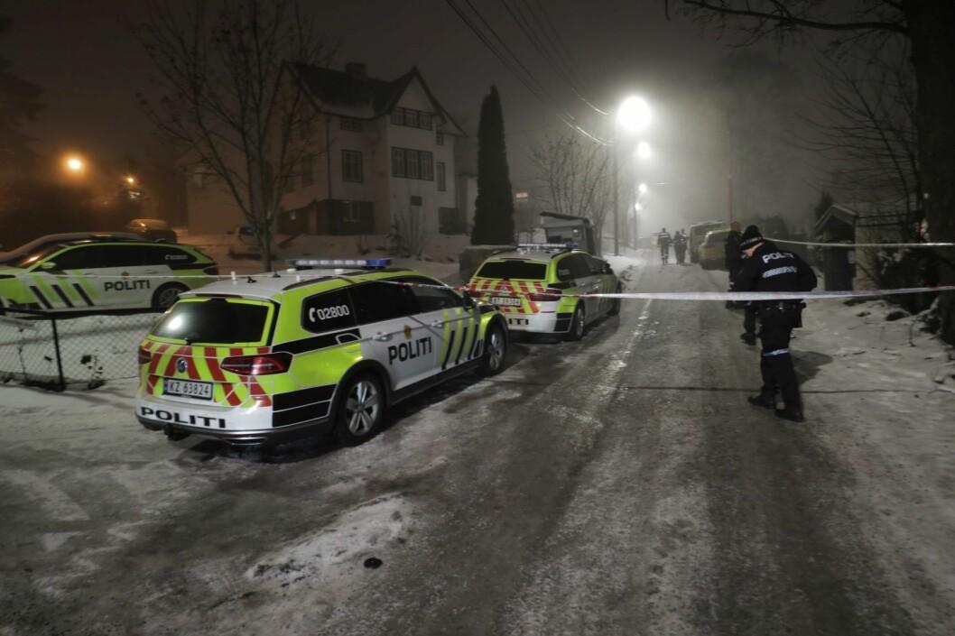Politiet leter etter en eller flere gjerningspersoner etter at en person ble funnet med stikkskader på Grorud i Oslo onsdag ettermiddag. Foto: Ørn Borgen / NTB scanpix