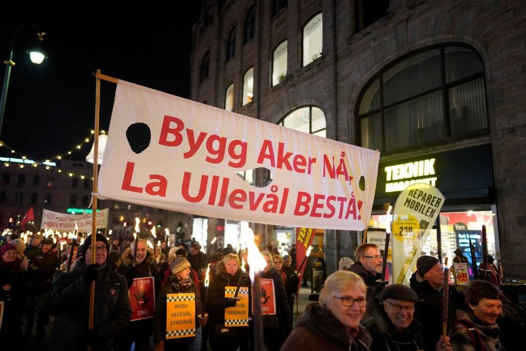 Demonstrasjon for å bevare Ullevål Sykehus onsdag kveld. Foto: Fredrik Hagen / NTB scanpix