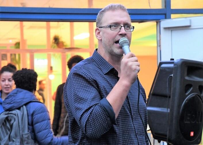 – Elever har skildra lange julekvelder der aktivitetstilbudet er vandringer i mørke og kalde gater og der alt er stengt, sier rektor Halvor Holm ved Jordal skole. Foto: Christian Boger