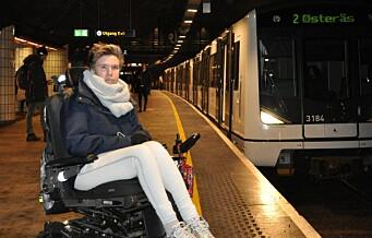 — Oslo full av ufremkommelige steder, sier Rødt-politiker Rina Wesenberg og viser det med egen rullestol