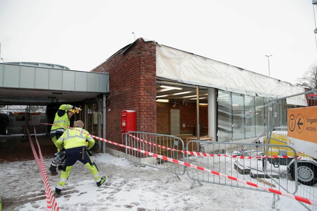 Fire T-banelinjer ble berørt etter tunnelbrannen 17. desember i fjor. Flere glassruter på Helsfyr T-banestasjon ble blåst ut etter eksplosjonen fra en gassflaske. Ingen personer kom til skade. Arkivfoto: Håkon Mosvold Larsen / NTB scanpix