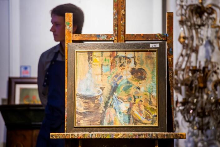 Et maleri av Ludvig Karsten, kjøpt på Fretex, auksjoneres bort av auksjonarius Michael Getz hos Christiana Auksjoner i Oslo. Bildet ble til slutt solgt for 125.000 kroner. Foto: Fredrik Varfjell / NTB scanpix