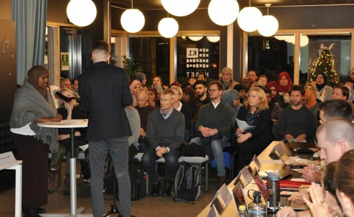Stor interesse for budsjettbehandlingen i bydel Gamle Oslo. Det var stappfullt i salen da bydelsutvalget startet møtet onsdag. Foto: Arnsten Linstad