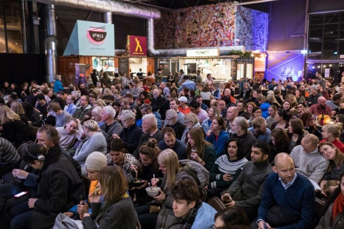 Stappfullt av folk på Vippa under filmvisning i november 2017. Foto: Johnny Vaet Nordskog