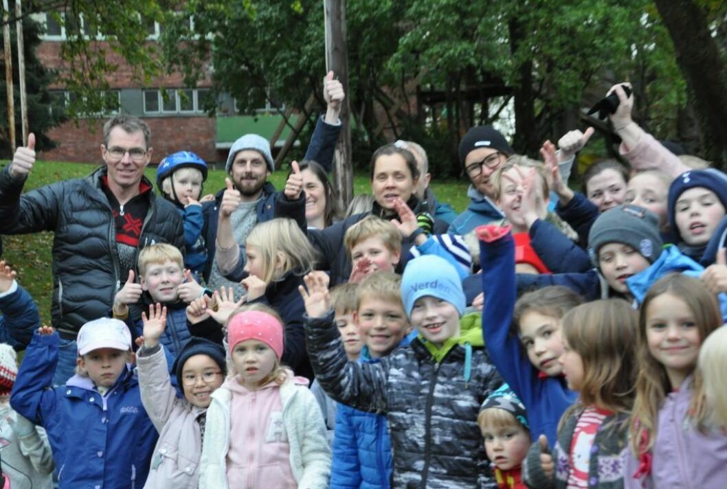 Barna og foreldre ved Bolteløkka skole vil onsdag få et enstemmig bystyre i ryggen. Det blir ikke bussing i to og et halvt år. Det blir midlertidig skole på Adamstuen i stedet. Foto: Arnsten Linstad