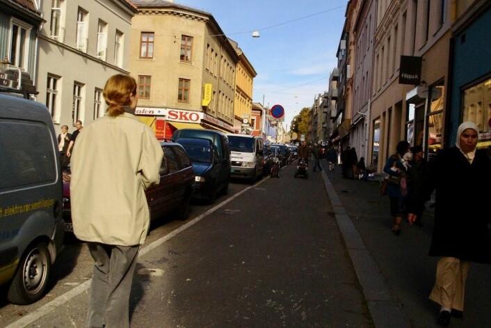 """Oppover Markveien på Grünerløkka trasker hundrevis av gjester og beboere hver dag. Foto: <a href=""""https://www.flickr.com/photos/timo/561746/in/photolist-3SZh-392Z-2Smm-oKRr9-oKVGv-dGGY-Atquo-29awC-4uhdKe-29ssV-9tGtU7-iHT1-2SeZ-5gwEz-6jgrfD-8jvLpF-498Ue-aDF78p-4995K-Znhg-yDEv-4994S-24ZYK-5TpNYV-n8LSF5-2LXEW-4993N-499kd-kmt55-P5SBN-78imY-tvLE2-oxHW-ezHig6-7Jtr9-cSZMD7-NNMUW-4M1ew-6ixWWf-bDcnT-2xCgC-3vD1-5PQ1Pj-659frn-4ci4E-3934-r98Zv-r98WT-oR2bMK-7hpNik""""> Timo Arnall</a>"""