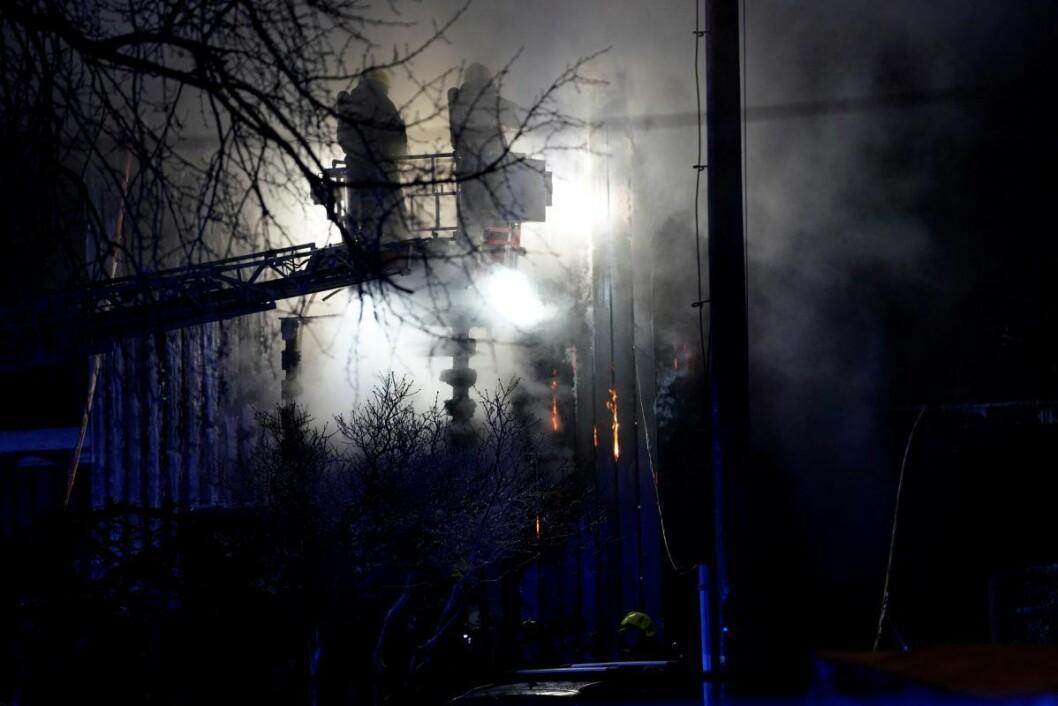 Politiet meldte om brannen klokken 18.13. Både politi, ambulanse og brannvesen rykket ut til stedet. Vestengsvingen på Brannfjell ligger ved Ekeberg. Foto: Heiko Junge / NTB scanpix
