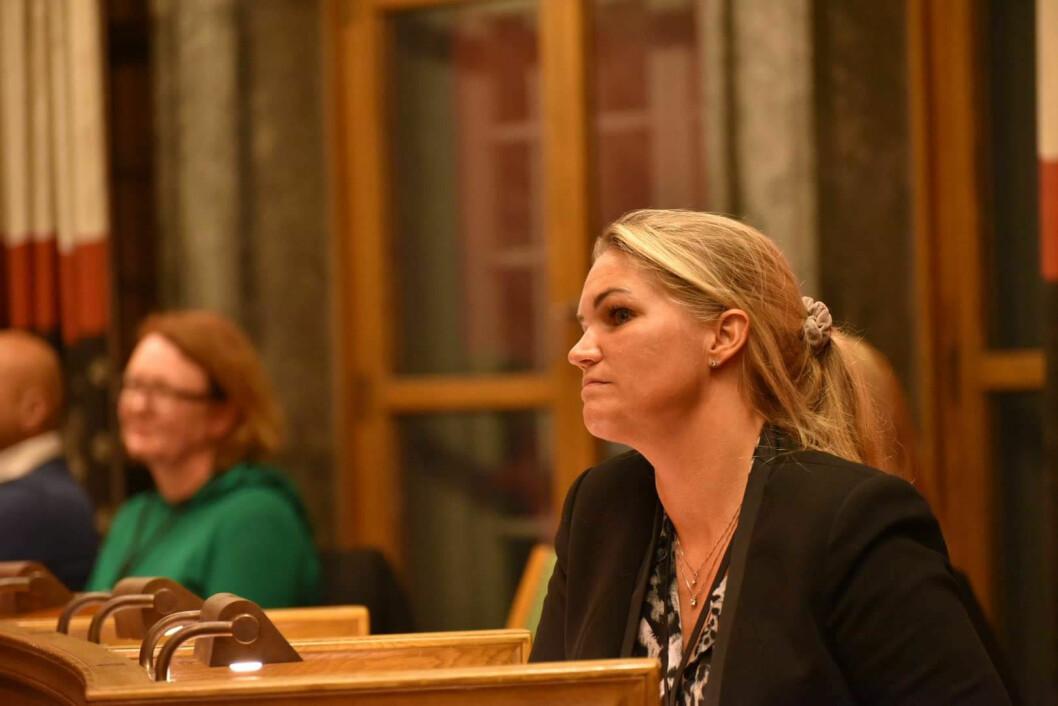 Cecilie Lyngby, fra Folkeaksjonen Nei til mer bompenger, er bekymret for saksbehandlingen i bystyret. Foto: Per Trygve Hoff