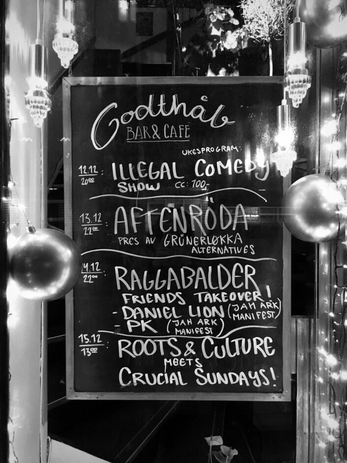 Mangfoldig virksomhet på Godthåp, inkludert standup-konseptet Illegal Comedy. Foto: Tone Brandal