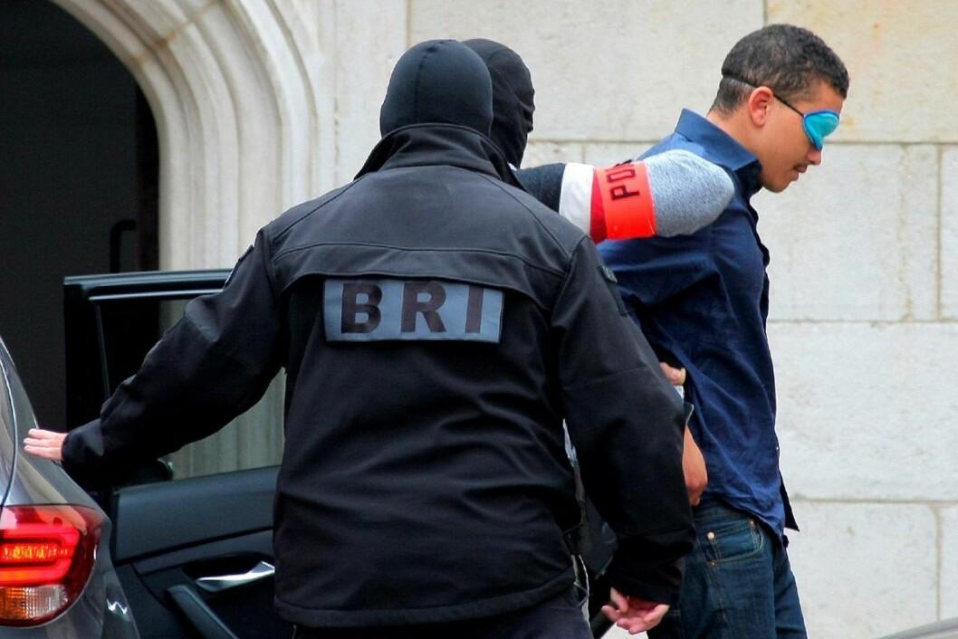 Makaveli Lindén føres inn til rettsmøte i Dijon etter å ha blitt pågrepet i Frankrike i fjor høst.  Foto: Dominique Trossat/AP / NTB scanpix