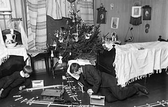 Om kort tid tennes juletrelysene i Oslos hjem. Se hvordan oslofolk kjøpte og pyntet juletreet