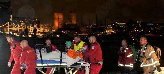 Mann kritisk skadd etter å ha havnet i sjøen ved Tjuvholmen. Feilaktig erklært død av politiet
