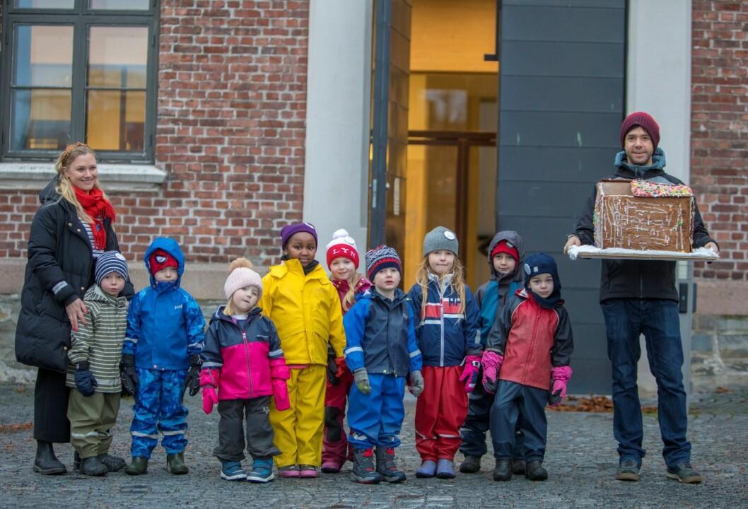 Barna i Fridheim barnehage har bakt pepperkakehus. Foto: Ole Berg-Rusten / NTB scanpix
