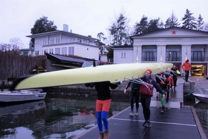 På vei fra klubbhuset på Bygdøy julaften. Foto: Hans Magnus Borge