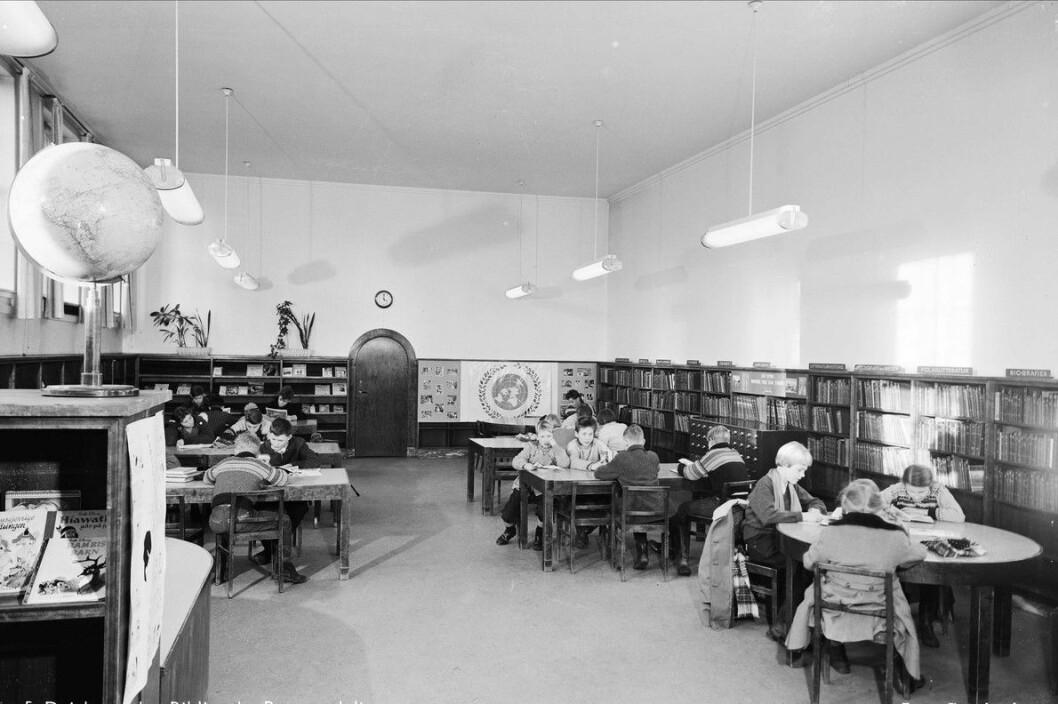 Slik så barneavdelingen ved hovedbiblioteket ut i 1978. Mandag stenger det ikoniske bygget på Hammersborg dørene for godt. Foto: Leif Ørnelund / Oslo Museum