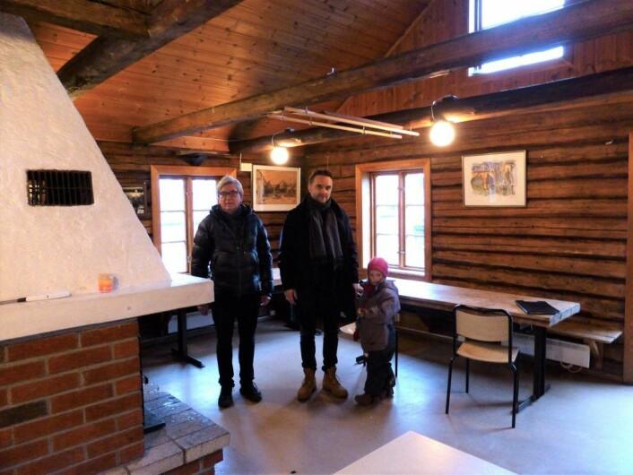 Her blir det koselig! Morten Fastvold, Stian Schjelderup og Frida i andre etasje på Rodeløkka velhus. Foto: Åsmund Berge