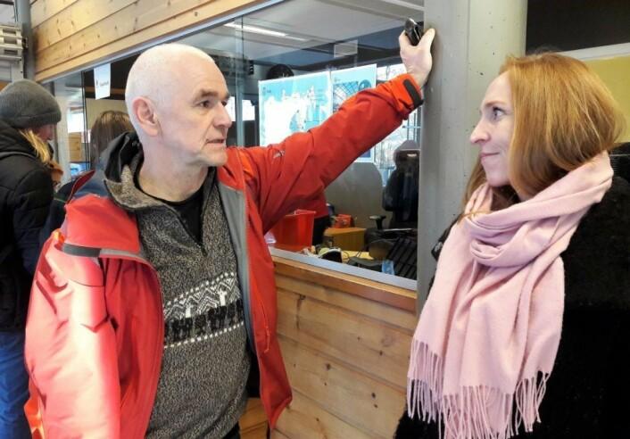 Av de mange som sto i kø for å ta et siste bad på Tøyenbadet, var tidligere leder for Oslo stupeklubb, Olav Arne Forbord. Også han var frustrert over det manglende tilbudet for stupere i Oslo. Foto: Anders Høilund