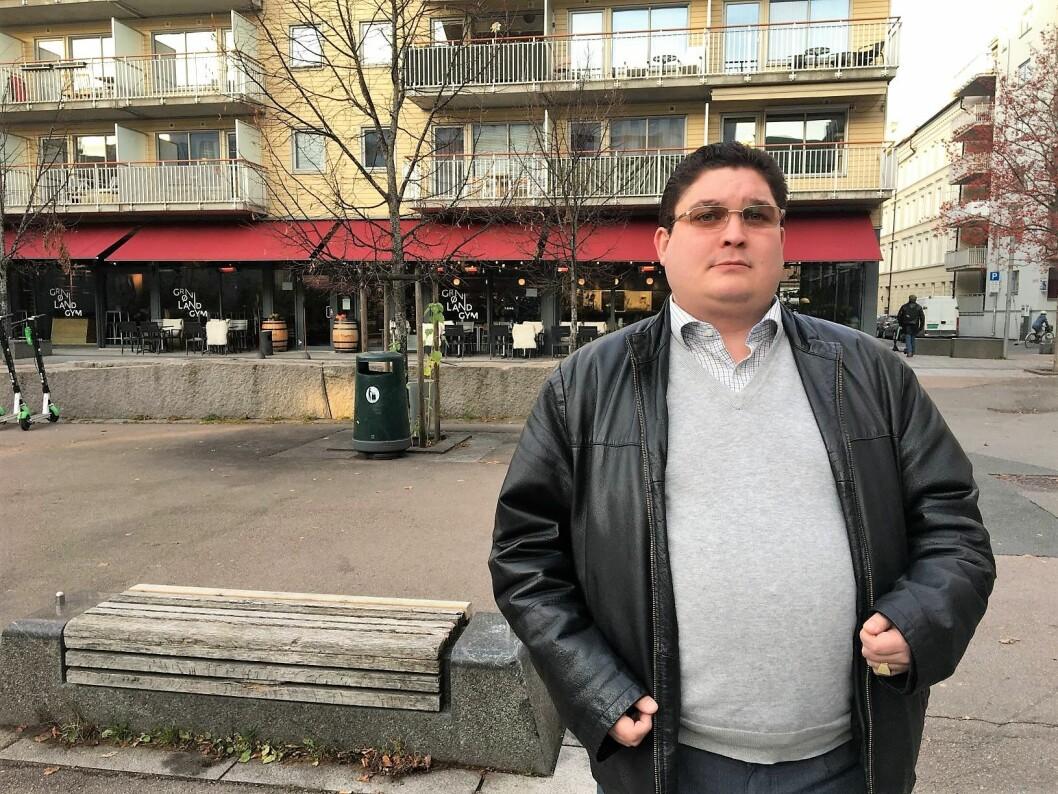 Sentralt medlem ved Fattighuset i 22 år, Rino Roland, har fått nok av trakasseringen, utfrysingen og mobbingen på huset. Nå har han meldt seg ut av styret. Foto: Vegard Velle