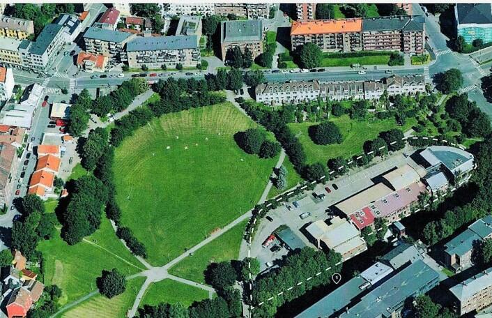 Det stiplede området på kartet er området hvor den tysk-norske skolen ønsker å bygge ny barnehage og skole for sine elever. Illustrasjon: Plan- og bygningsetaten