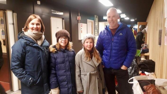 En familie på fire er svært fornøyd med opprettelsen av initiativet. Fra venstre: Katrine Malmo, Anna Dønvold (9), Idun Dønvold (9), Helge Dønvold. Foto: Emilie Pascale