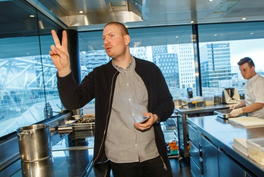 Esben Holmboe Bang markerer i 2015 at Maaemo beholdt sine to Michelin-stjerner. Men det skulle bli tre stjerner og rett til himmels på den kulinariske himmelen bare ett år senere. Foto: Heiko Junge / NTB scanpix