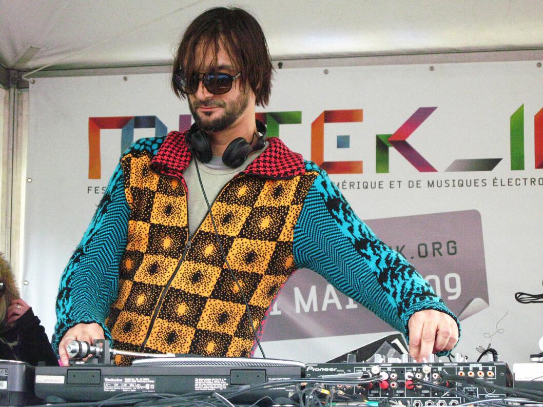 I mars kommer den myteomspunne DJen Ricardo Villalobos til klubbkonseptet The Villa i Oslo. Foto: basic_sounds / Wikimedia Commons