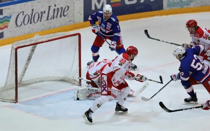 Vålerenga var klart best i første periode, men scoring ble det ikke. Foto: André Kjernsli.
