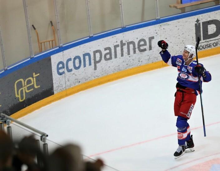 Jørgen Karterud jubler foran Klanen etter å ha satt inn sin første scoring etter returen til VIF. Foto: André Kjernsli