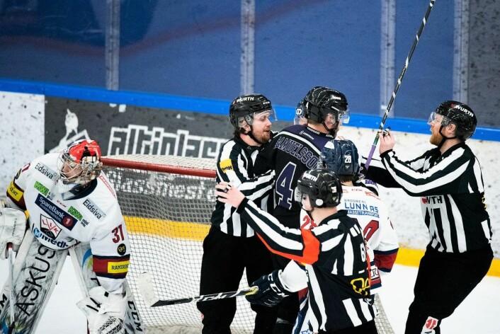 Mye grums og lite finspill preget lørdagens match mellom Grüner og Lillehammer. Foto: Bjørnar Morønning