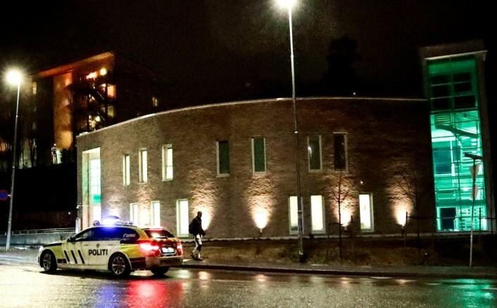 Utover lørdag ble det så full i moskéen på Mortensrud at folk måtte flytte seg opp i moskeens andre etasje. Foto: Lise Åserud / NTB scanpix