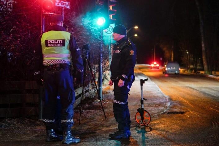 Hendelsesforløpet var mandag kveld fortsatt uklart. Politiet foretok tekniske undersøkelser og vitneavhør. Foto: Fredrik Hagen / NTB scanpix