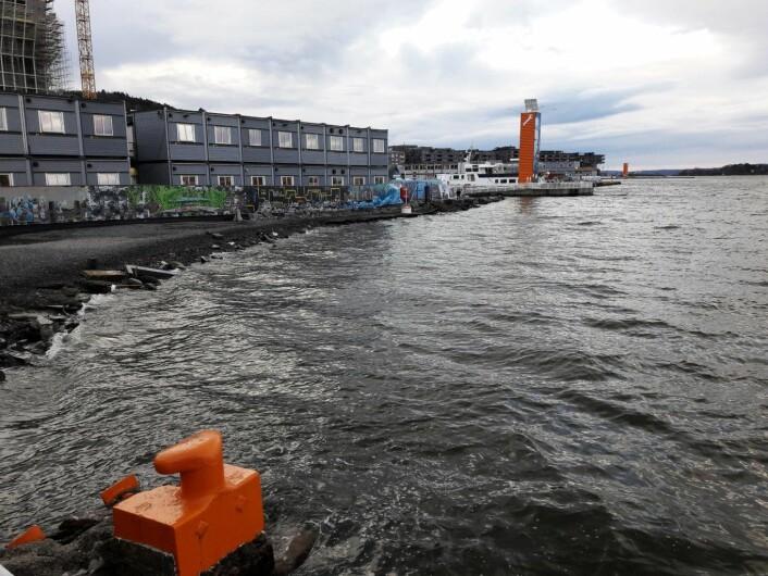 Om høyvannet stod en meter høyere, slik som i 1987, ville brakkene i Bjørvika ligge dårlig an. Foto: Anders Høilund