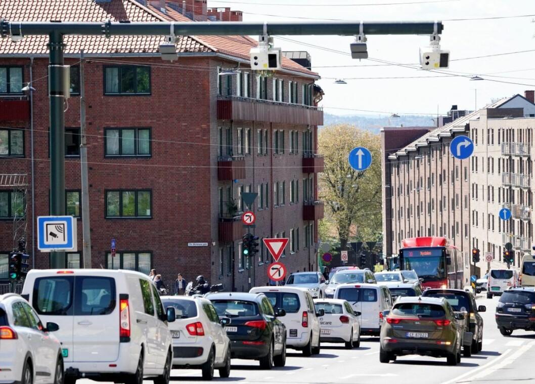 Inntektsøkningen skyldes i hovedsak innføring av tre bomringer med betaling begge veier. Her er en av de nye bomstasjonene i Fagerheimgata. Foto: Fredrik Hagen / NTB scanpix