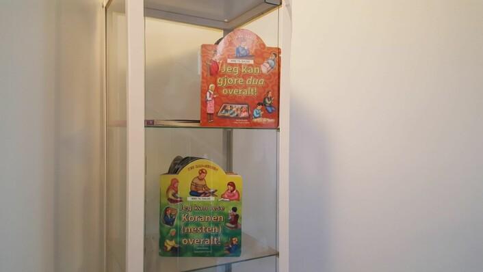 Barnebøker står til salgs inne. Foto: Tarjei Kidd Olsen