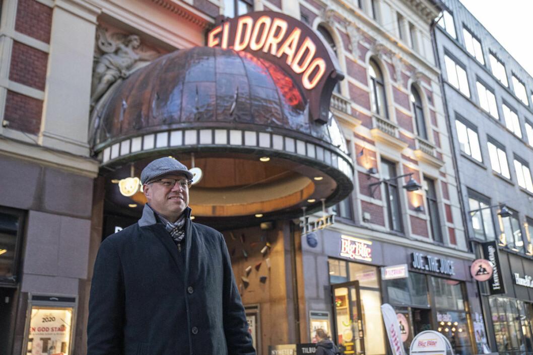 Initiativtaker Helge Lunde foran landets nye storstue for spillinteresserte. Foto: Olav Helland